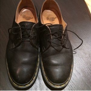 Dr. Marten 3 hole classic oxfords